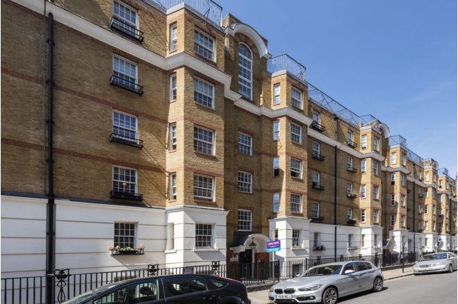 2 bedroom flat 3 Huntley Street, London