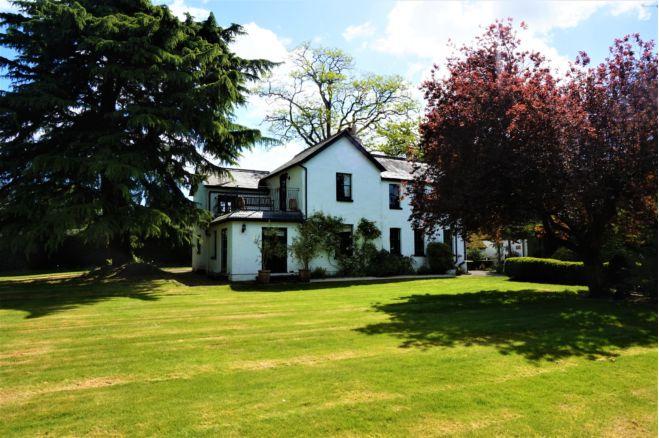 6 bedroom detached house  -   East Hill Lane