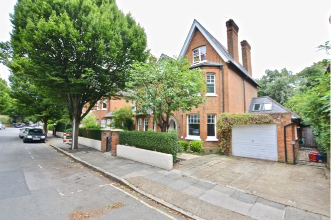 6 bedroom detached house -TW1 3AE