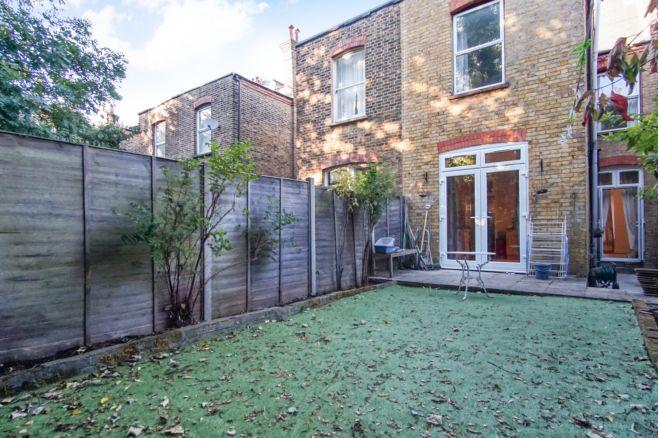 4 bedroom terraced house - SW2 3AA