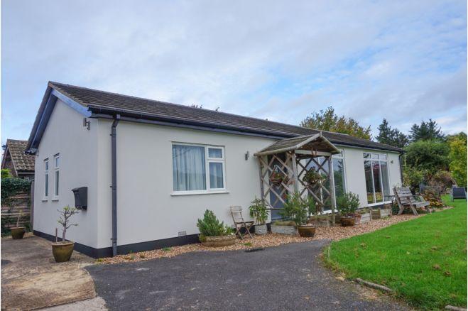 4 bedroom detached bungalow - HP17 9TN